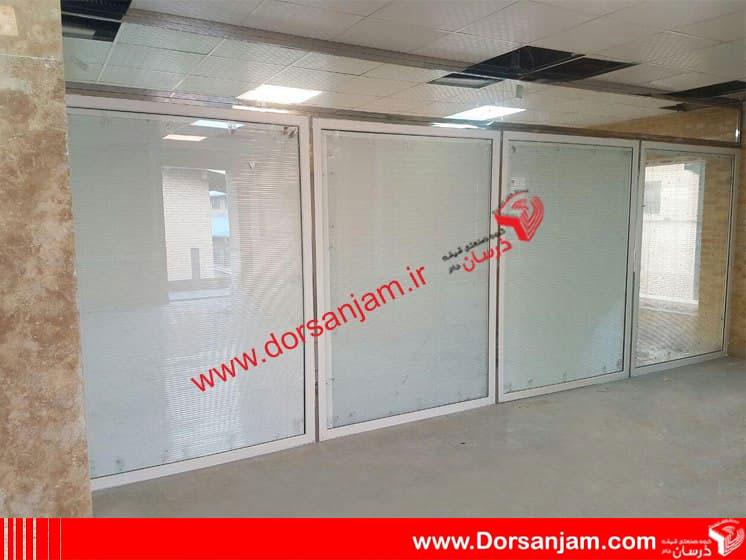 پارتیشن شیشه ای دو جداره کرکره دار 2